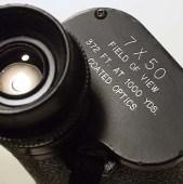Parámetros del campo de visión de binoculares. Fuente: Wikimedia